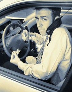 driving-on-cell-phone-and-eating
