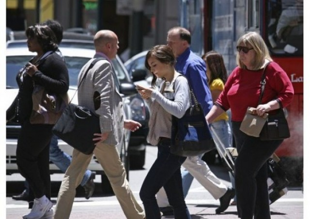 Texting-and-Walking-560x397