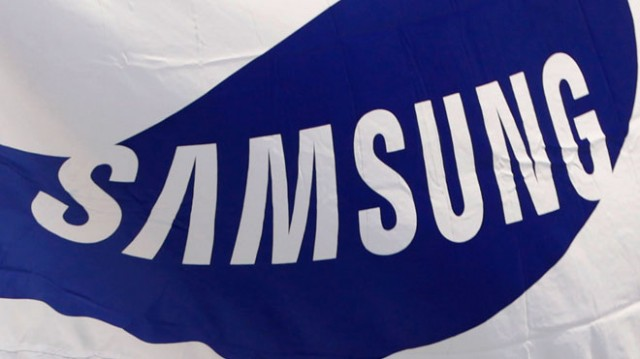 Samsung-Logo-on-Flag-at-Headquarters
