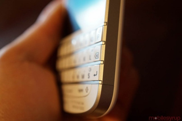 "BlackBerry Q10 ""selling well"" in Canada, analyst says"