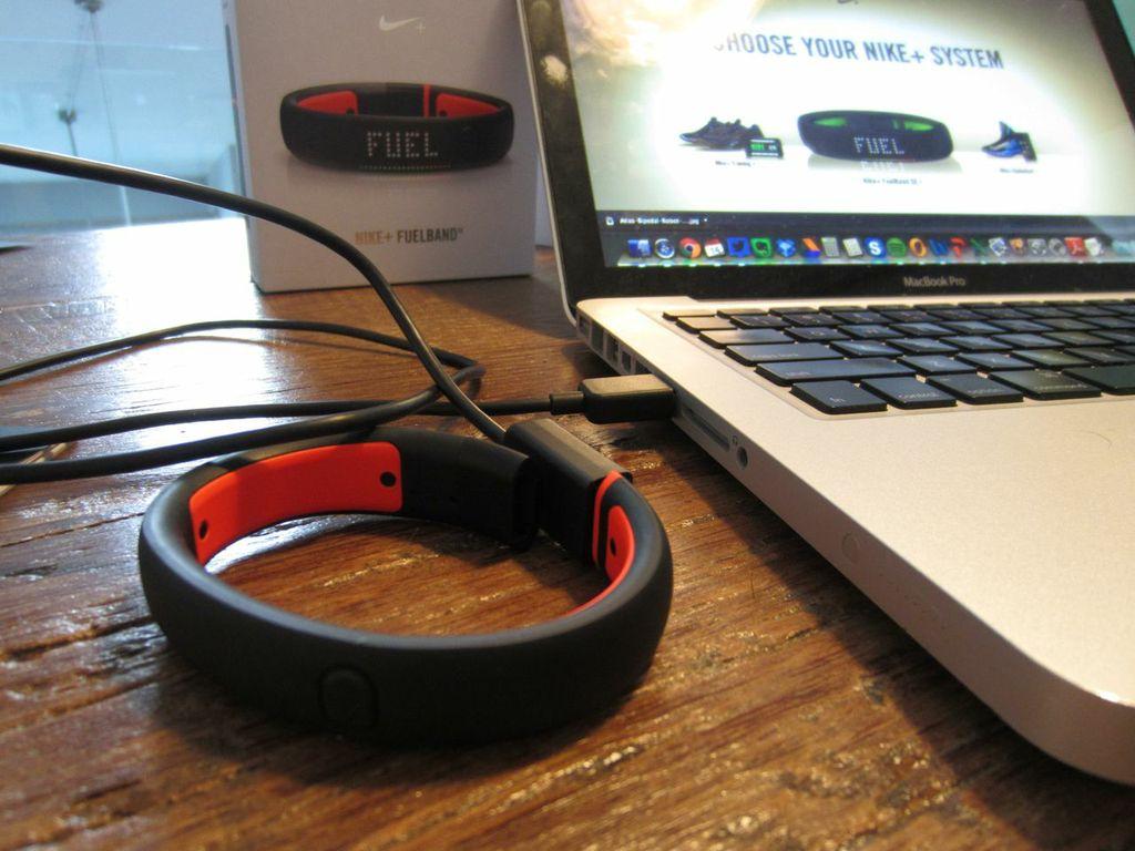Nike Fuelband SE Hands-on | MobileSyrup