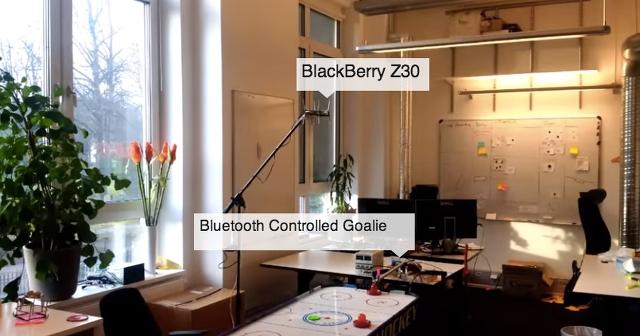 BlackBerry Z30 Air Hockey