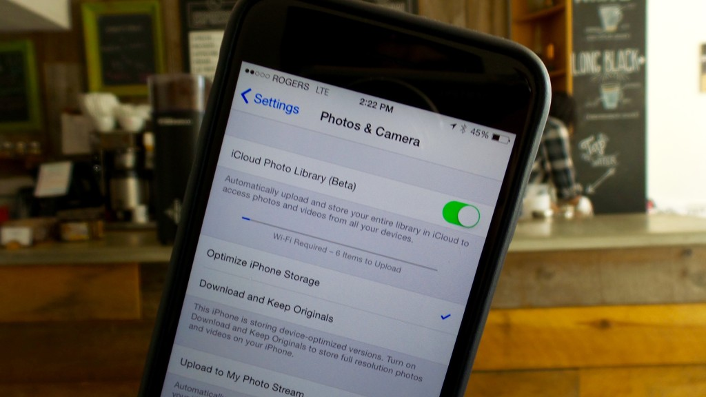 How to save storage space on an iPhone without deleting photos, with iCloud Photo Library