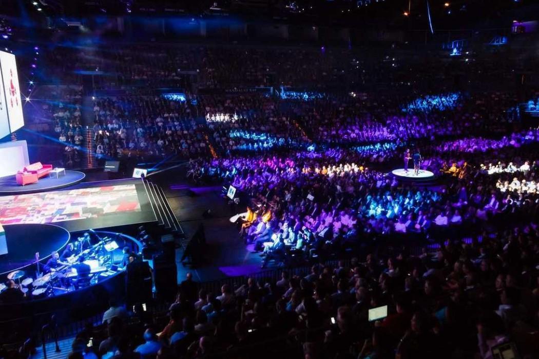 ibm-crowd-1050x700