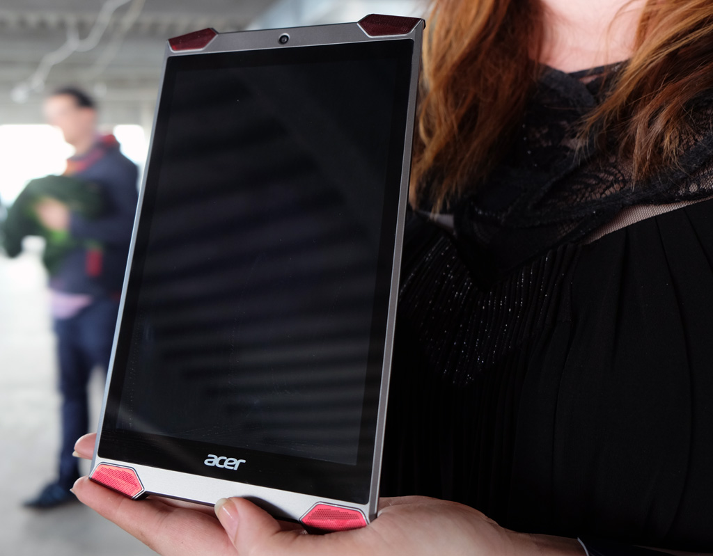 Predator tablet front