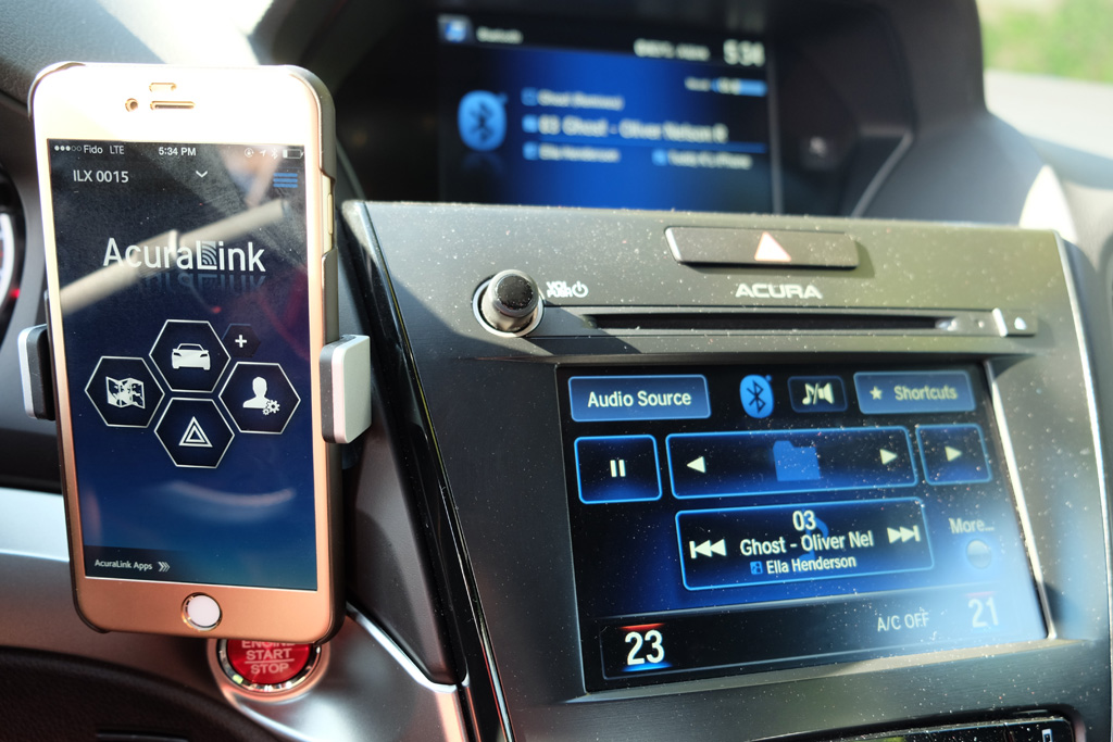 Smartphones and Acura's AcuraLink system | MobileSyrup
