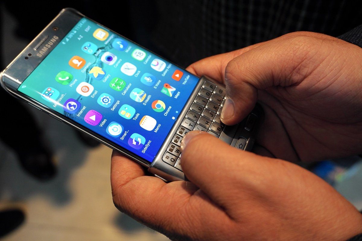 The Galaxy S6 edge+ and Keyboard Cover together look like ...