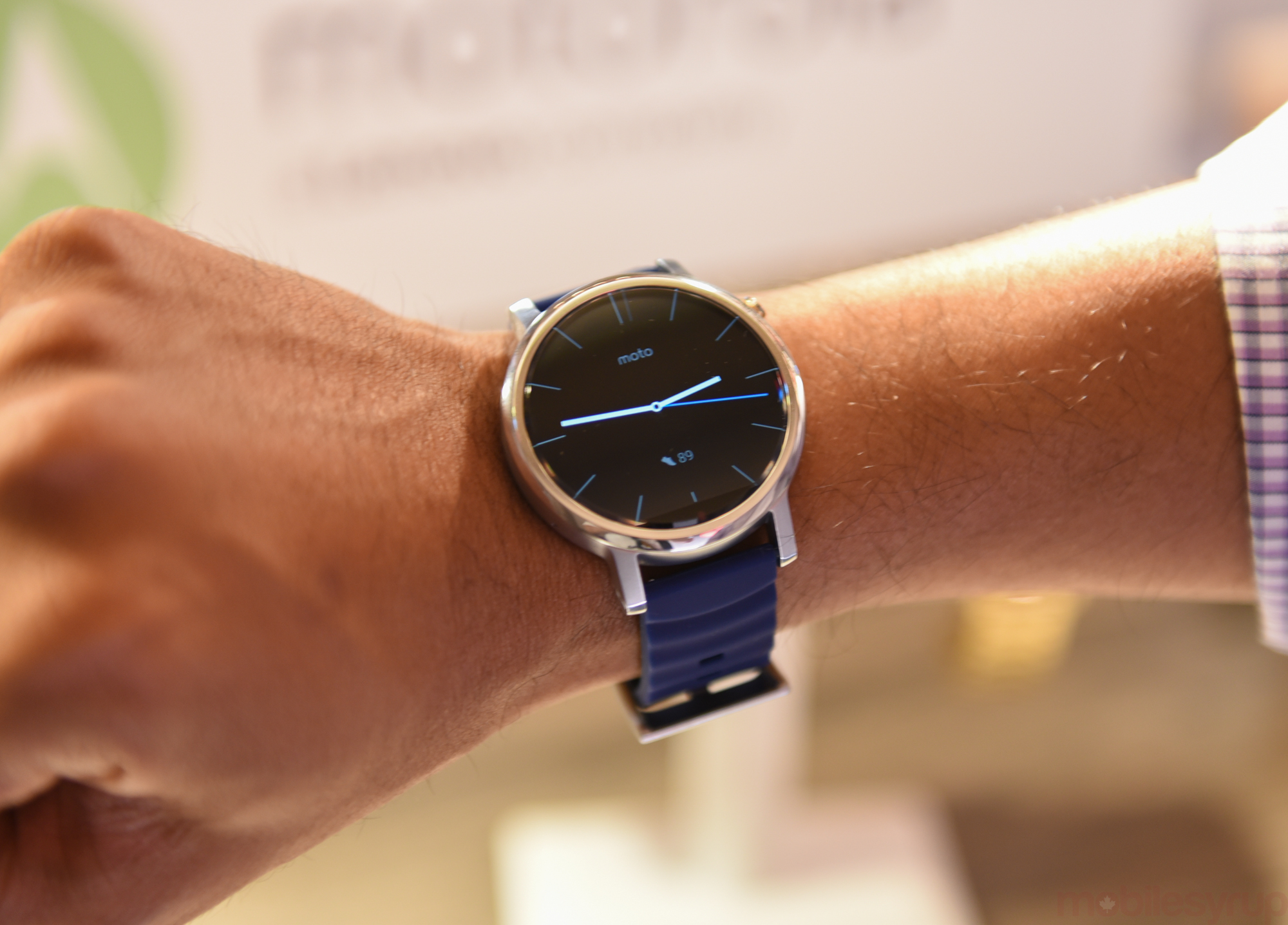 Hands On With The New Moto 360 Choice Matters Mobilesyrup Motorola Smart Watch Black Leather Moto3602015event 0465