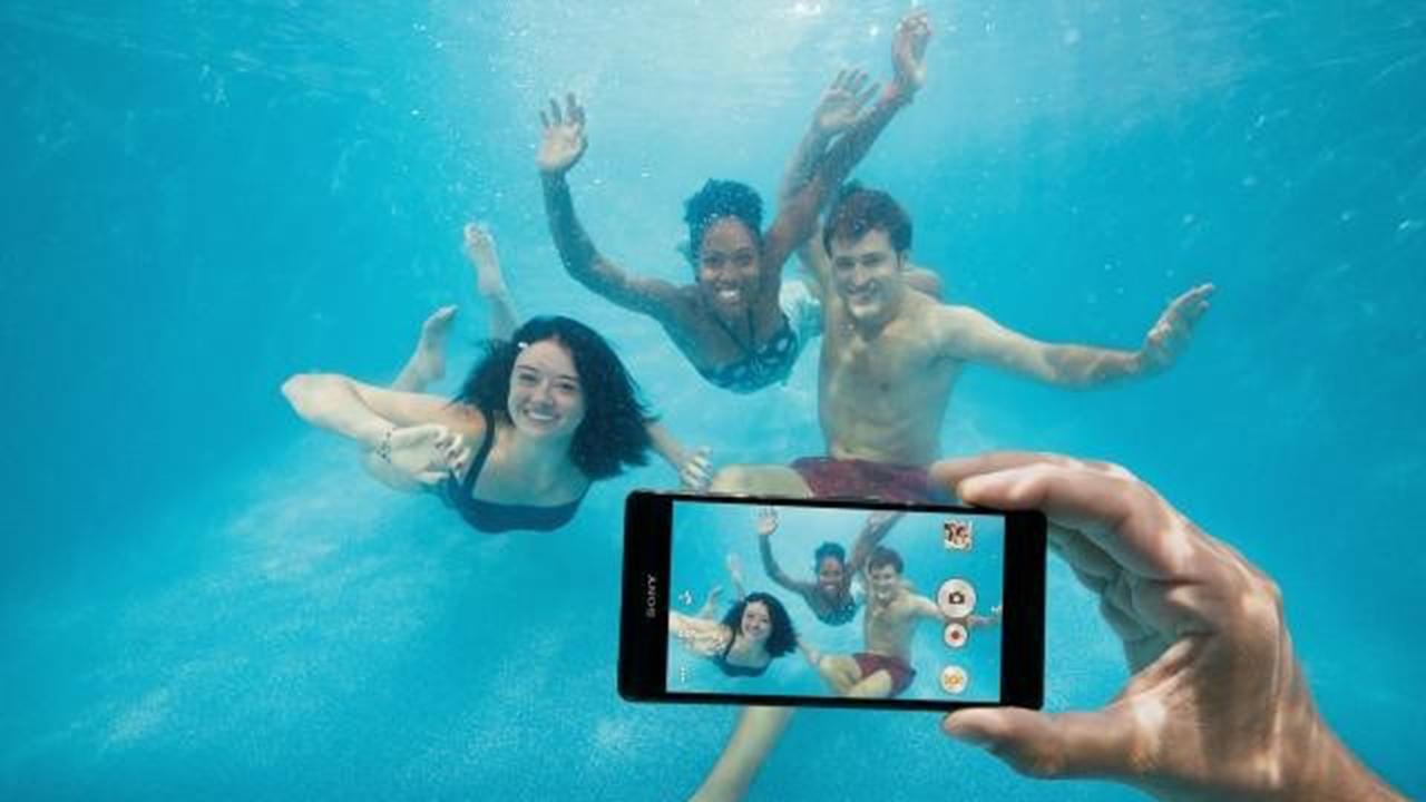 Xperia underwater ad