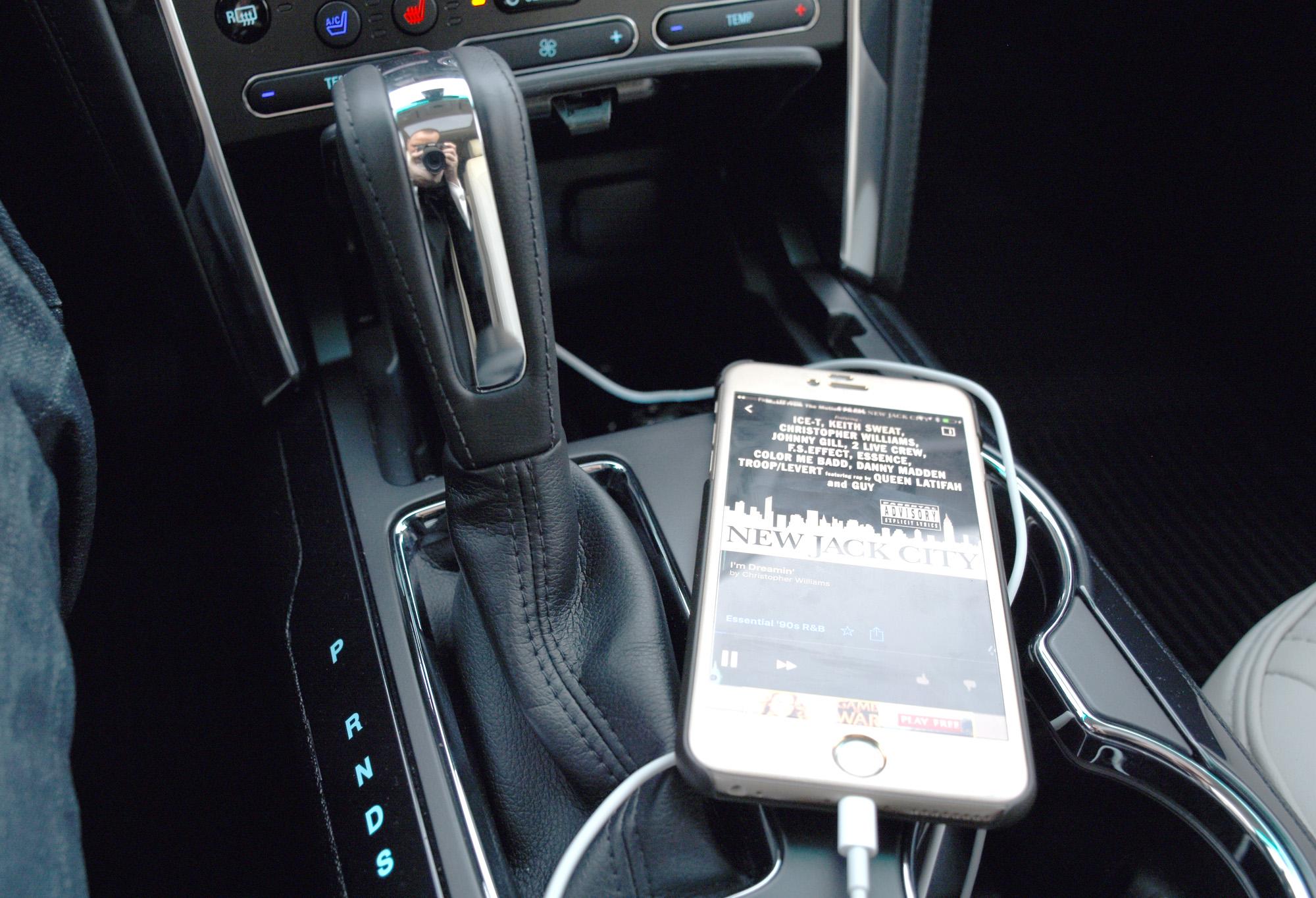 Ford Platinum smartphone_1
