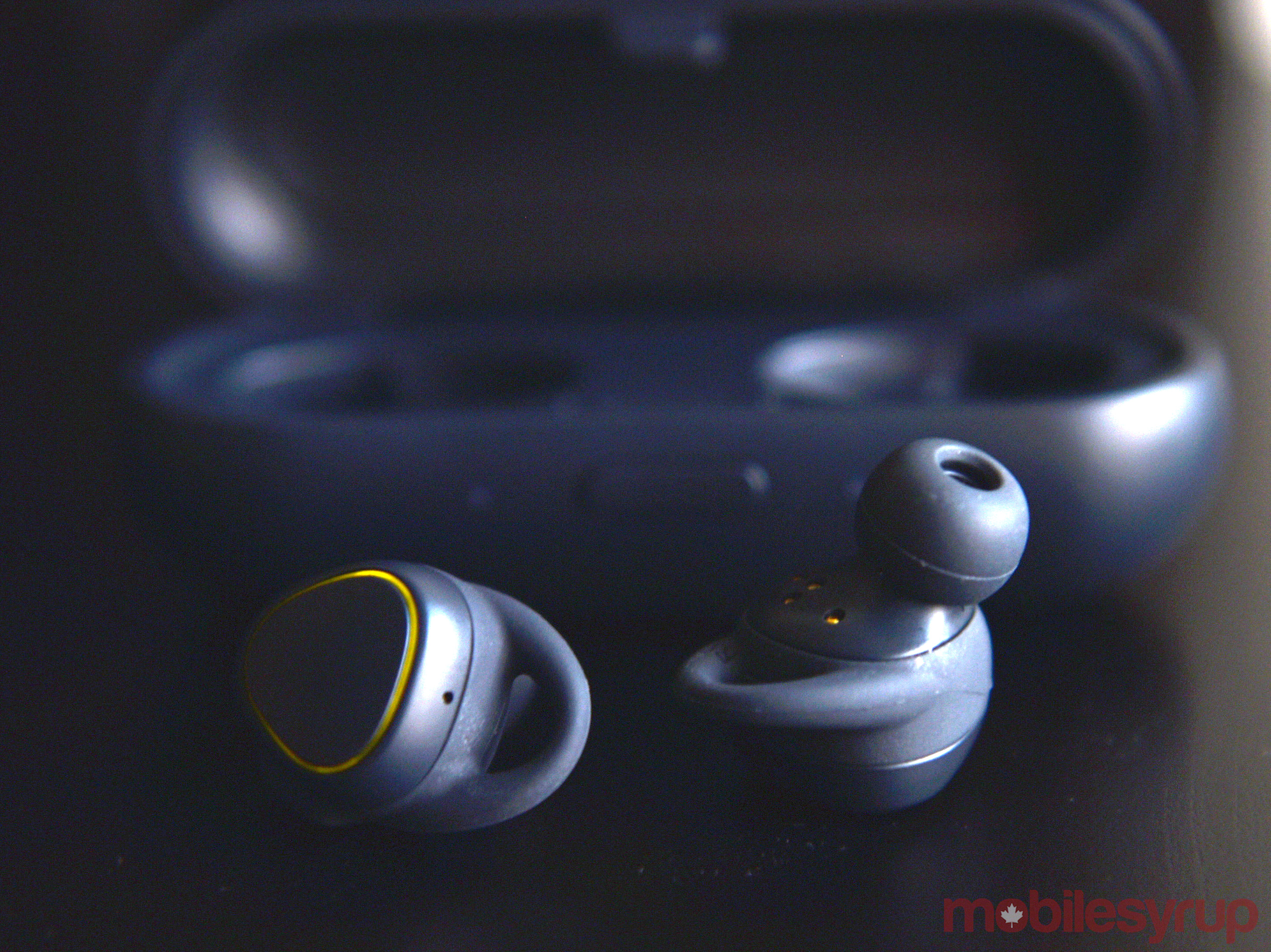 Iconx 2020 Review.Samsung Gear Iconx Review Wireless Earbuds In A Pinch