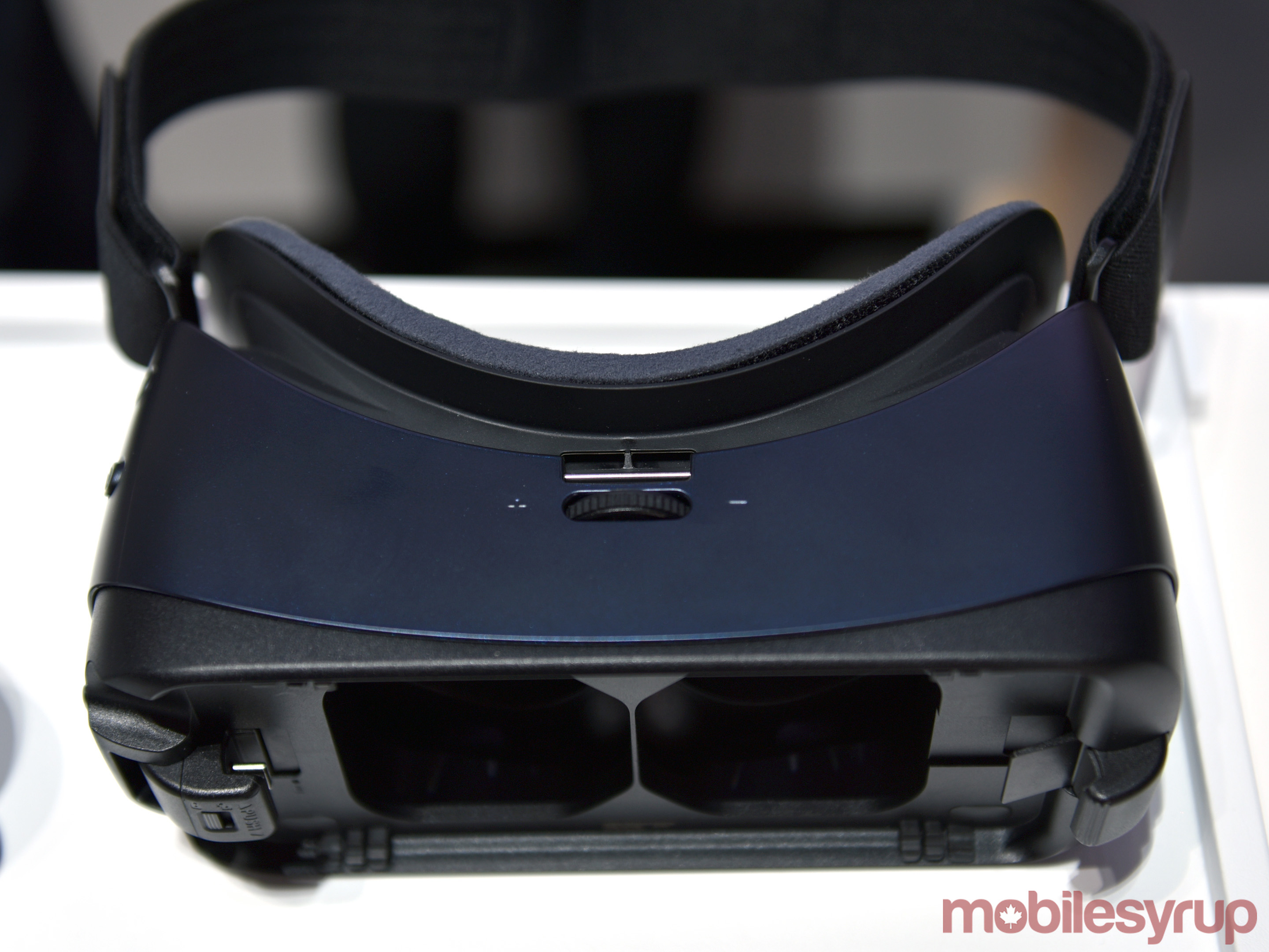 Samsung Gear VR Hands-on: A minor facelift | MobileSyrup