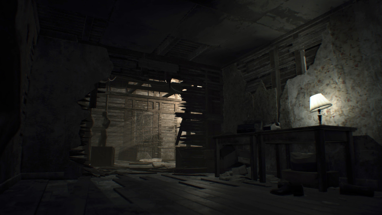 Resident Evil 7 screenshot of a house