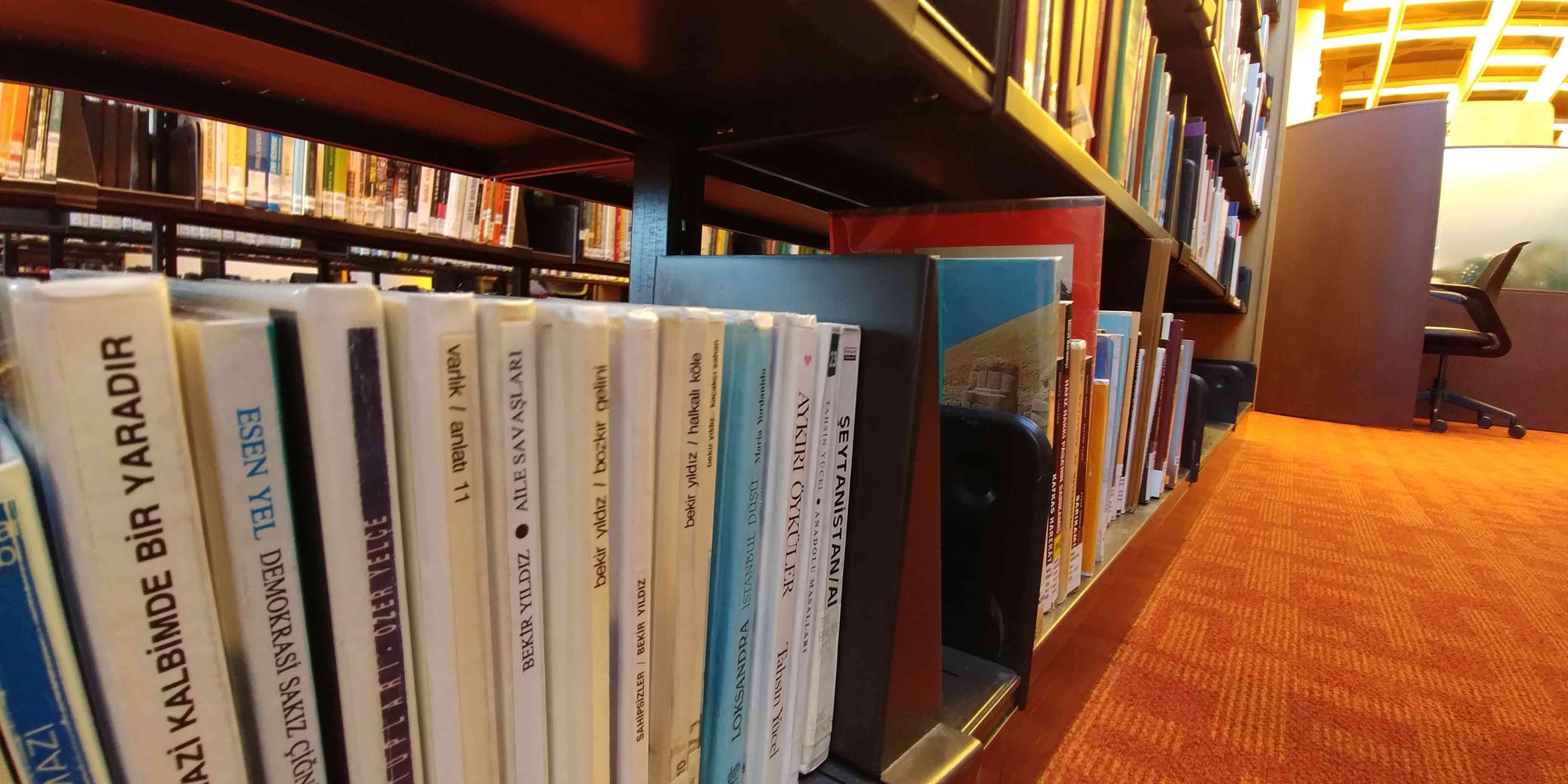 lg-g6-books-wide-1