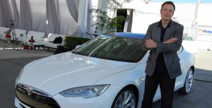 Elon Musk con Tesla