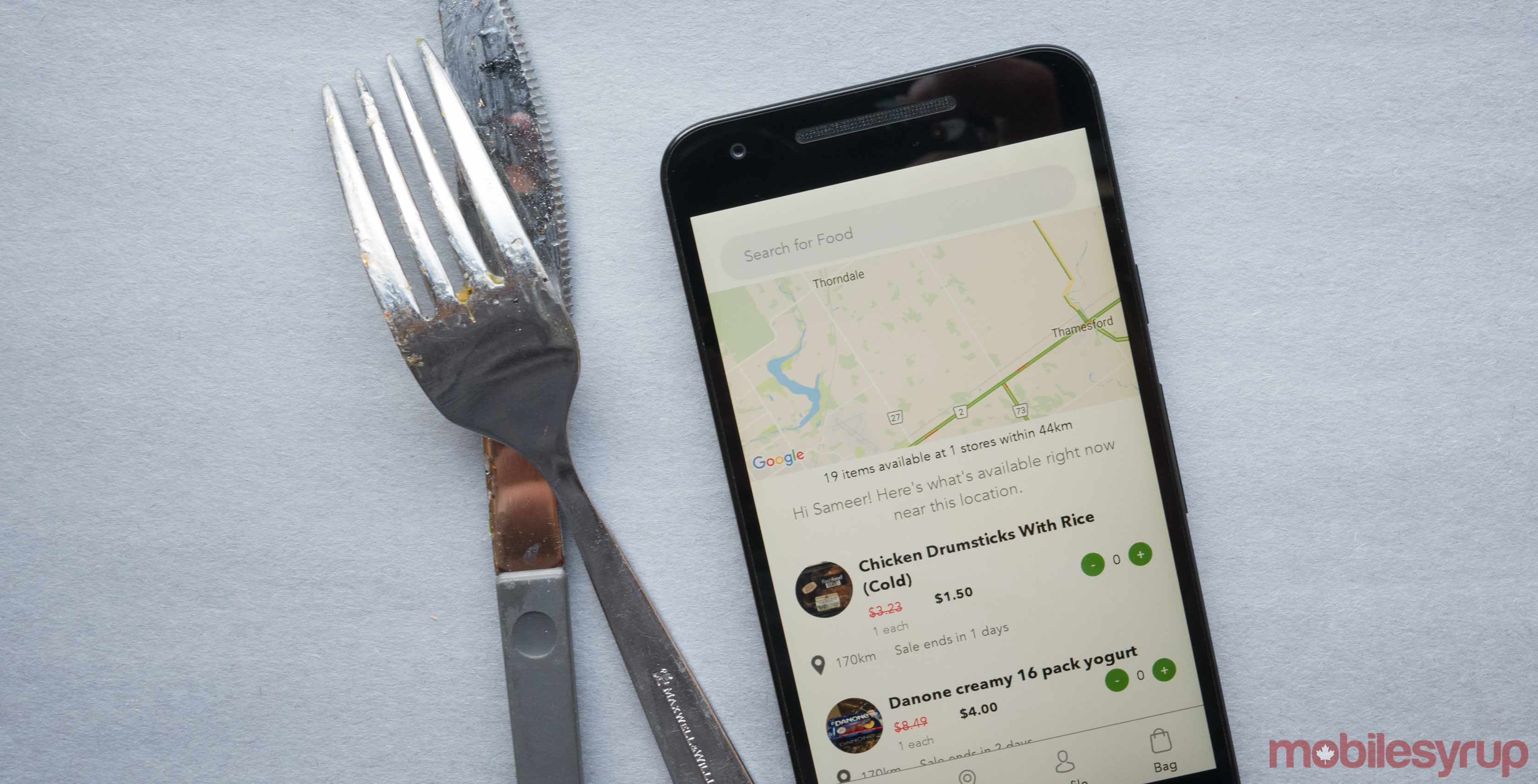 Image of Flashfood app next to a fork and knife
