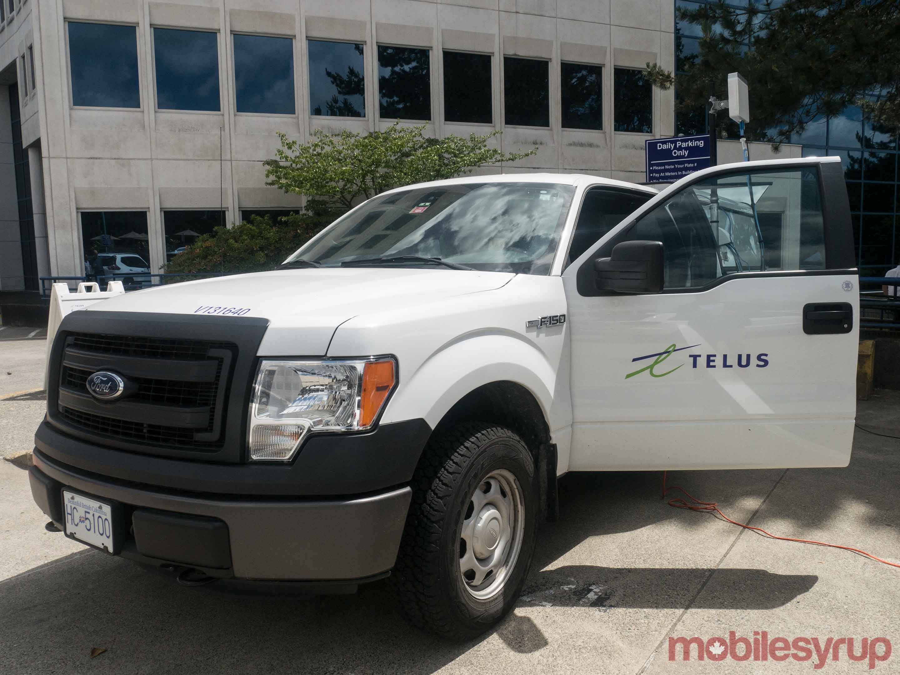 Telus truck at Huawei 5G event