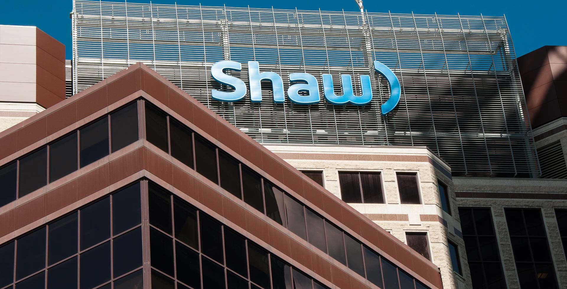 Deutsche Bank AG Sells 42596 Shares of Shaw Communications (NYSE:SJR)