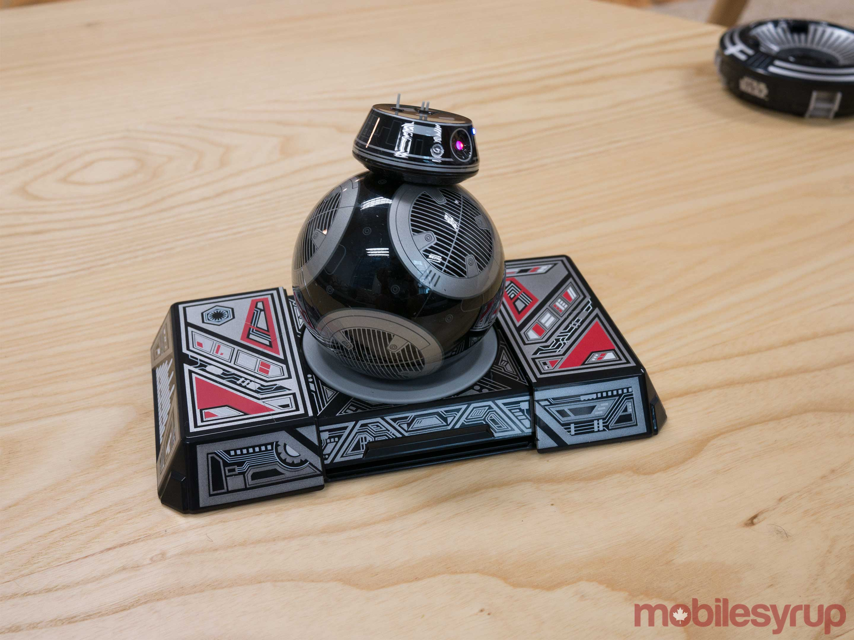 BB-9E on trainer