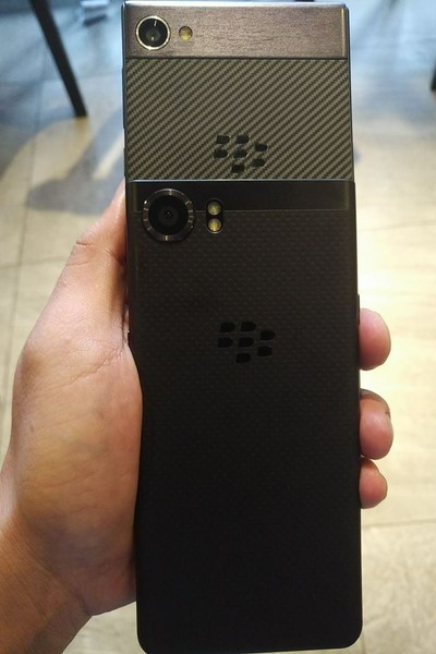 Leaked image of BlackBerry Mobile 'Kypton' smartphone, comparing it with the KEYone