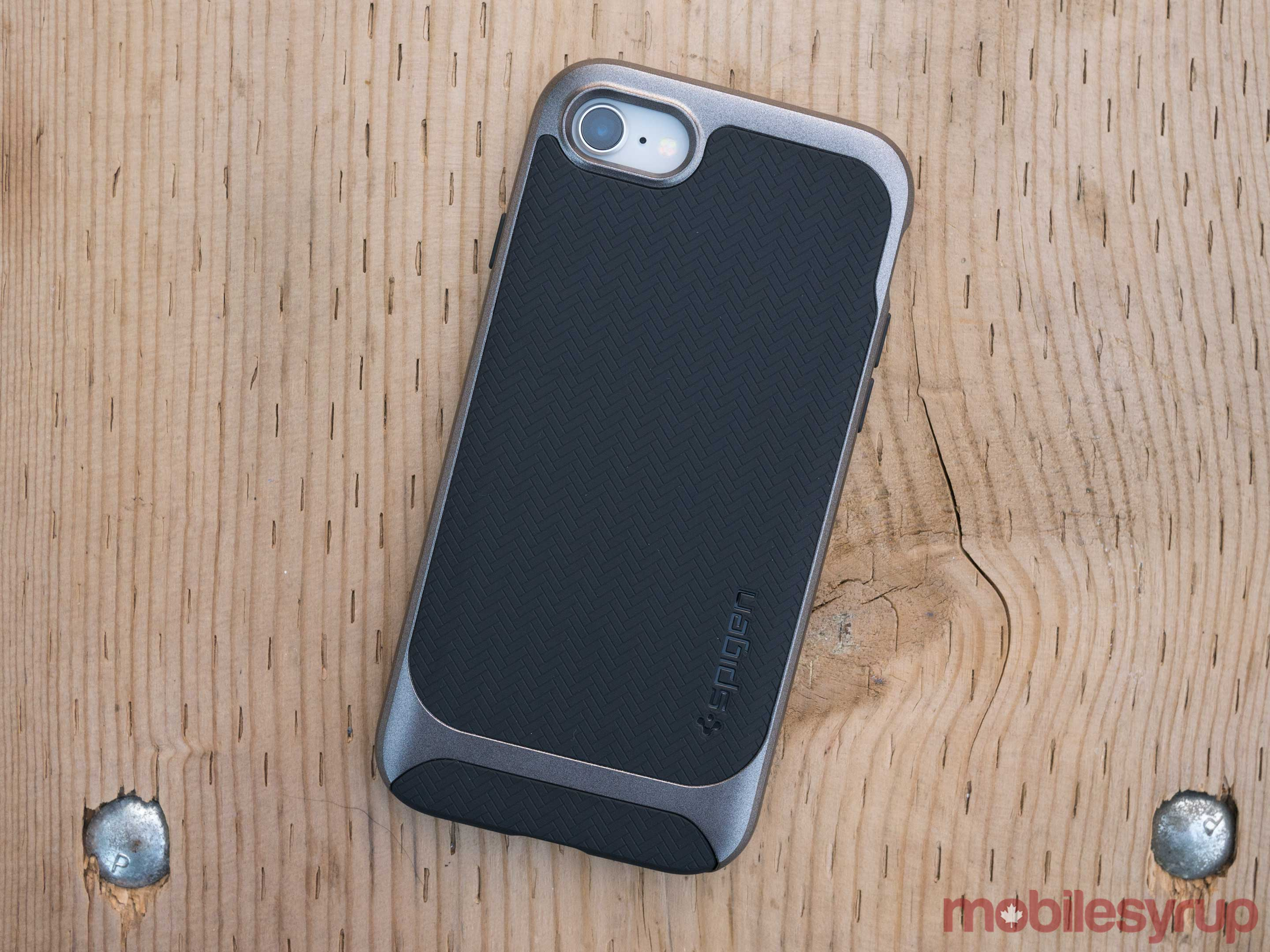 8 iphone spigen case