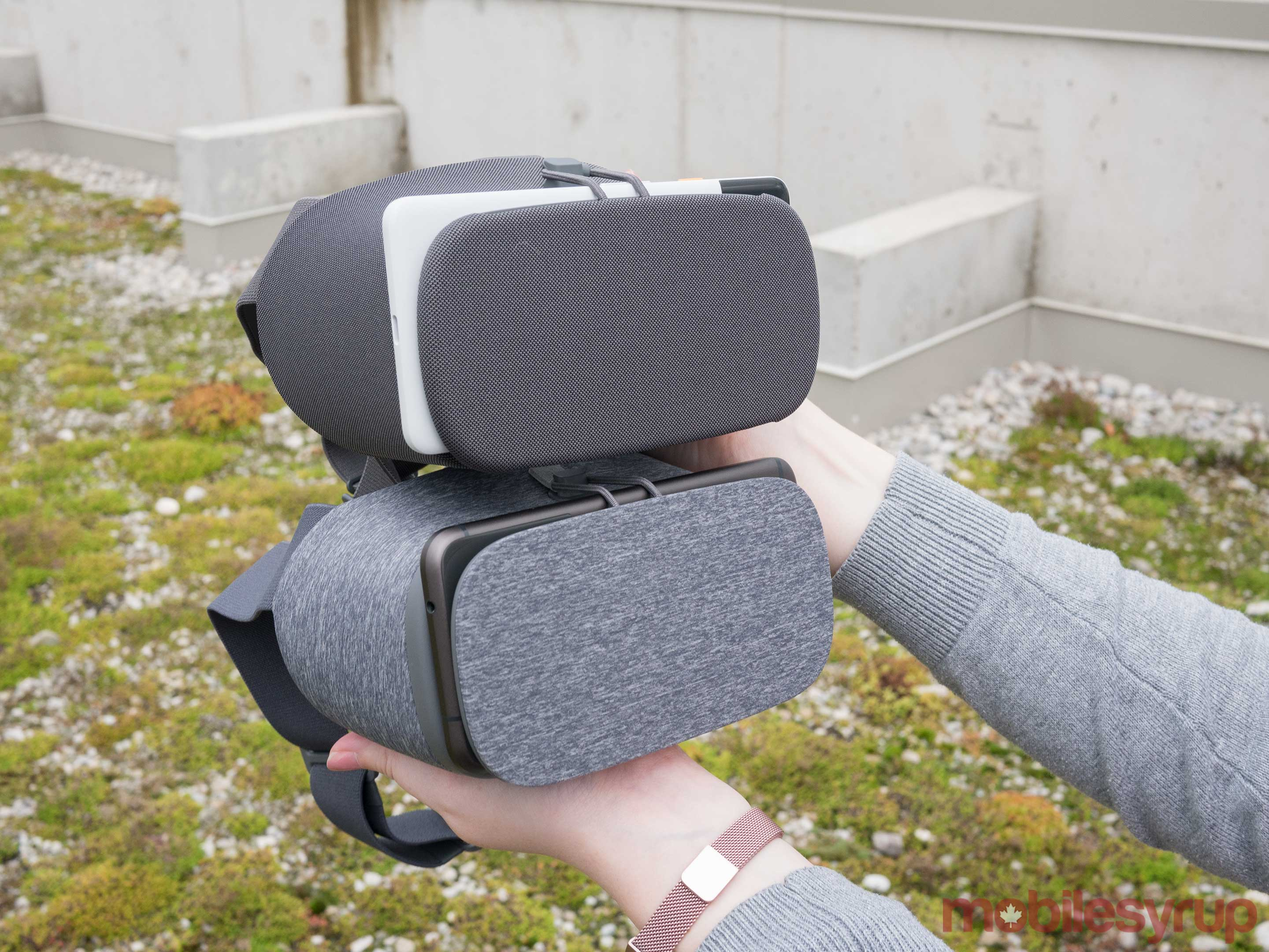 New Daydream View Review: Virtual reality's low-end future