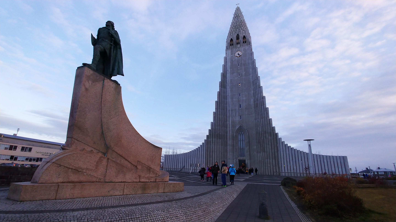 LG V30 church and statue