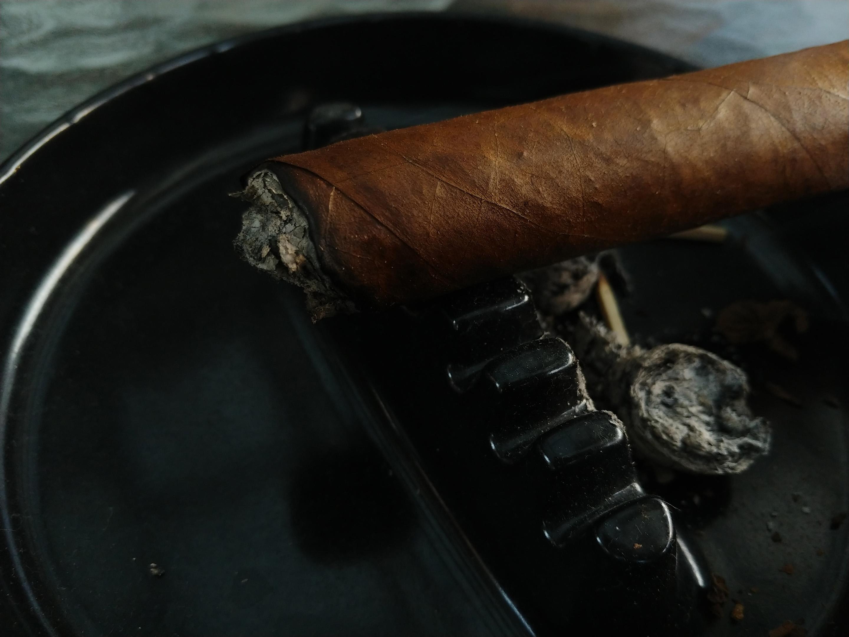 LG V30 cigar ashtray