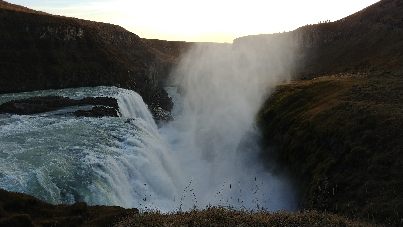 LG V30 gulfoss waterfall