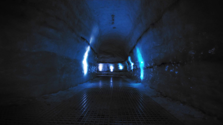 LG V30 ice cave