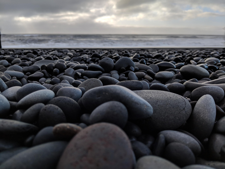 Pixel 2 black beach
