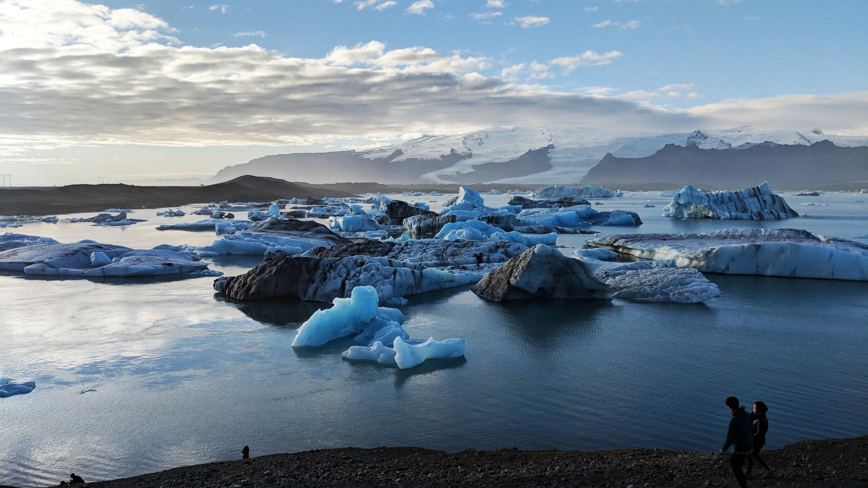 Pixel 2 glacier lagoon