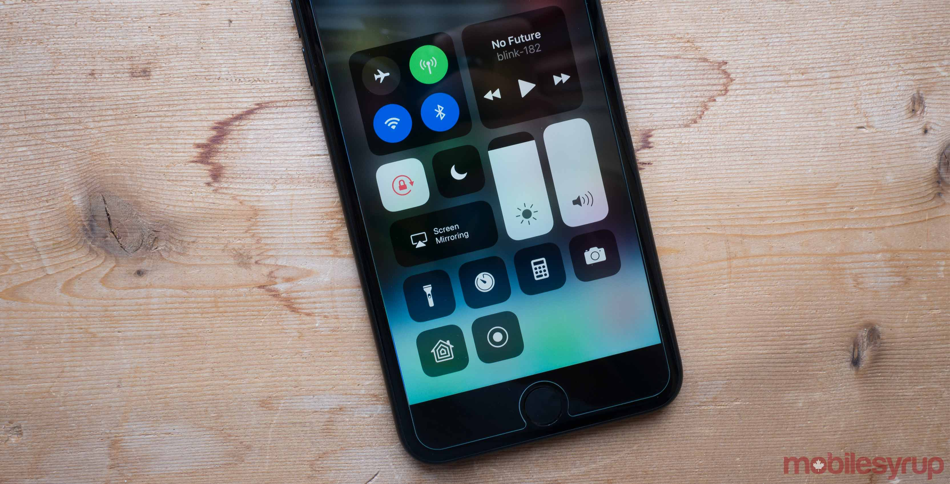 IOS 11.3.1 released with third-party iPhone 8 display fix
