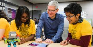 Tim Cook visitó Toronto's del Centro comercial Eaton centre en la Tienda de Apple