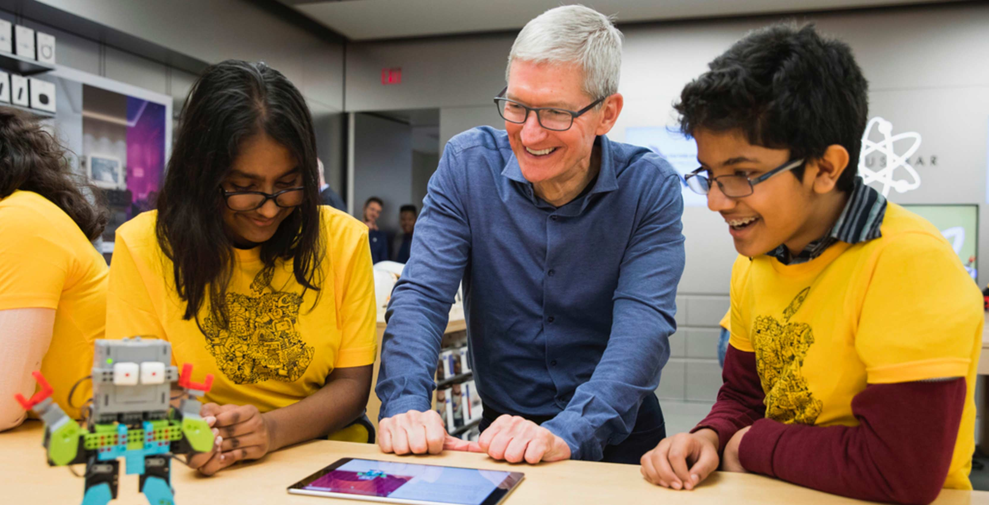 Tim Cook visited Toronto's Eaton Centre Apple Store