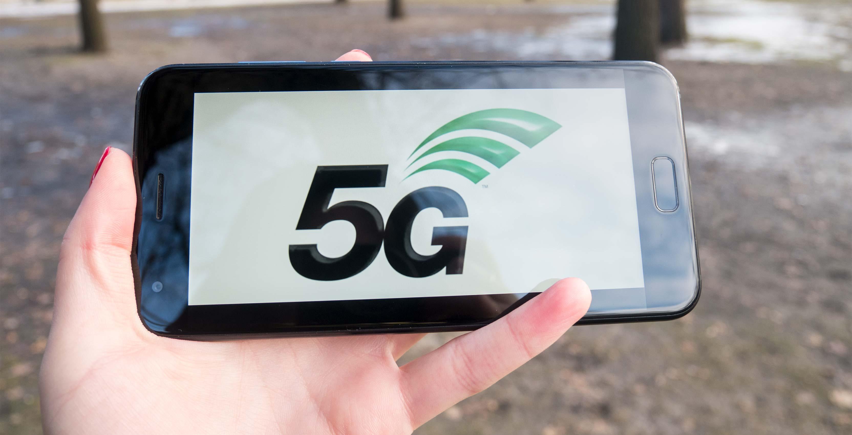 5G image on phone