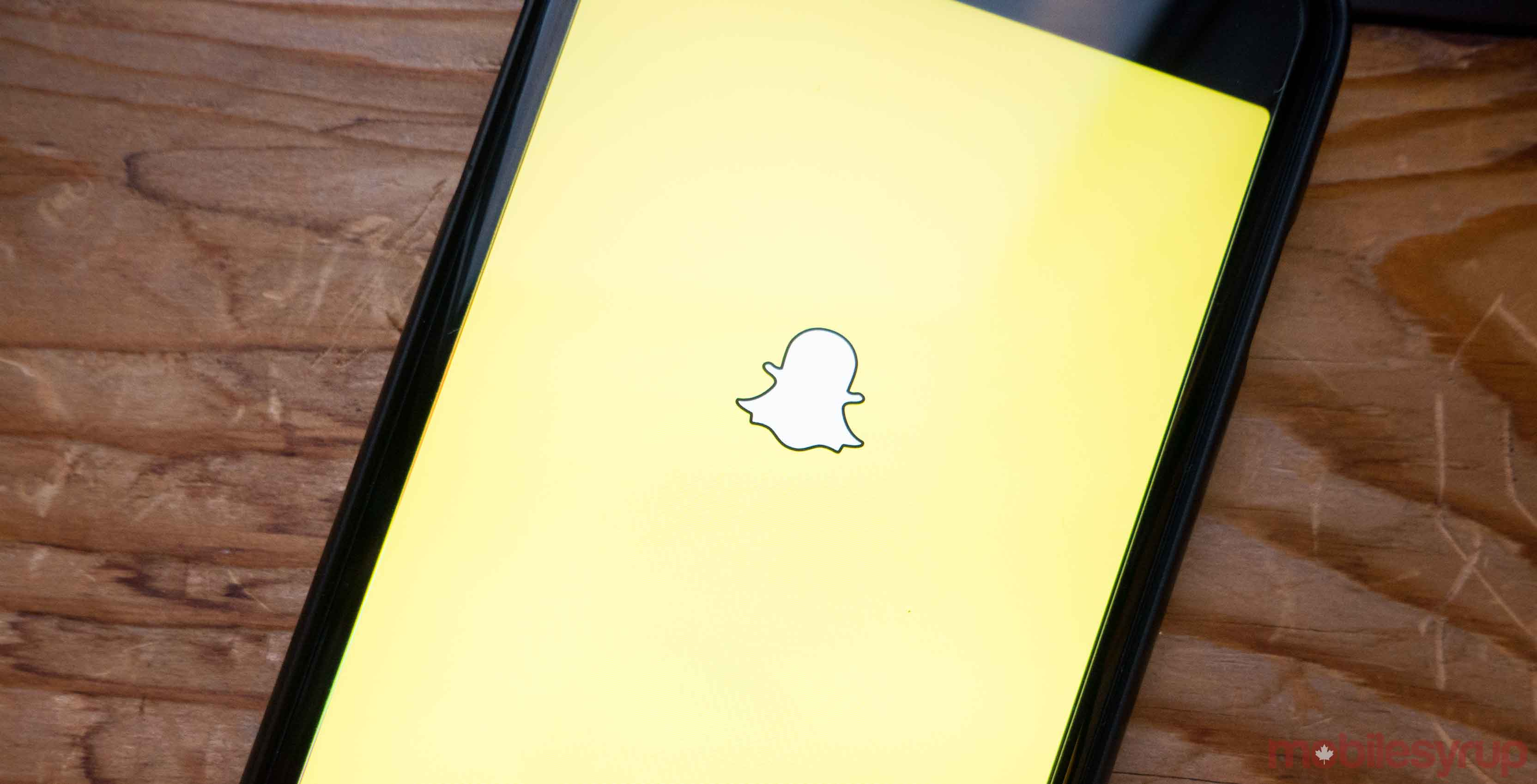 Snapchat unveils gif stickers and tabs in upcoming new update