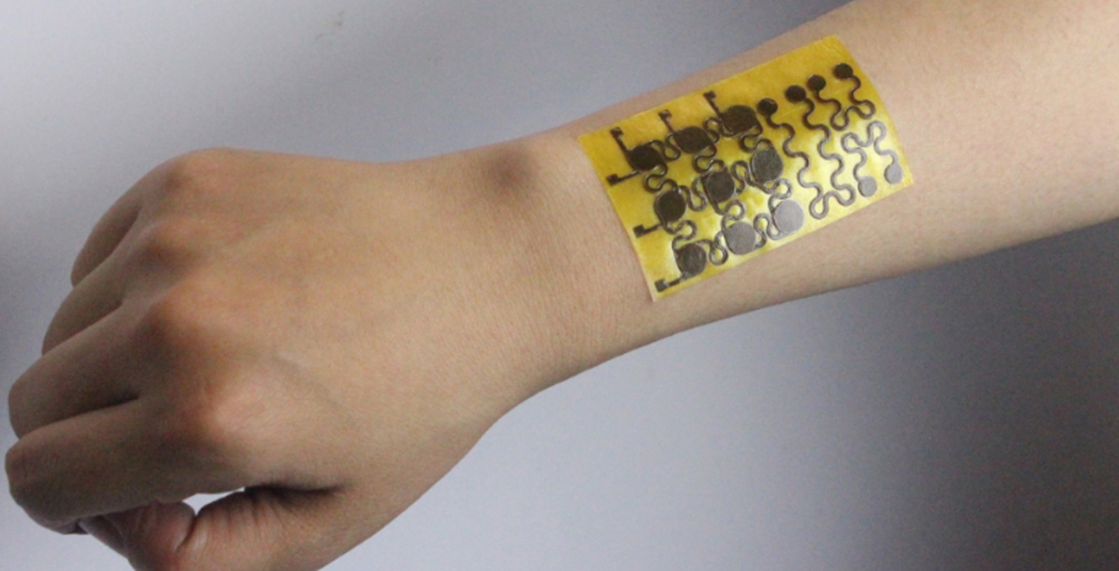 This electronic skin for robots can feel things and heal itself