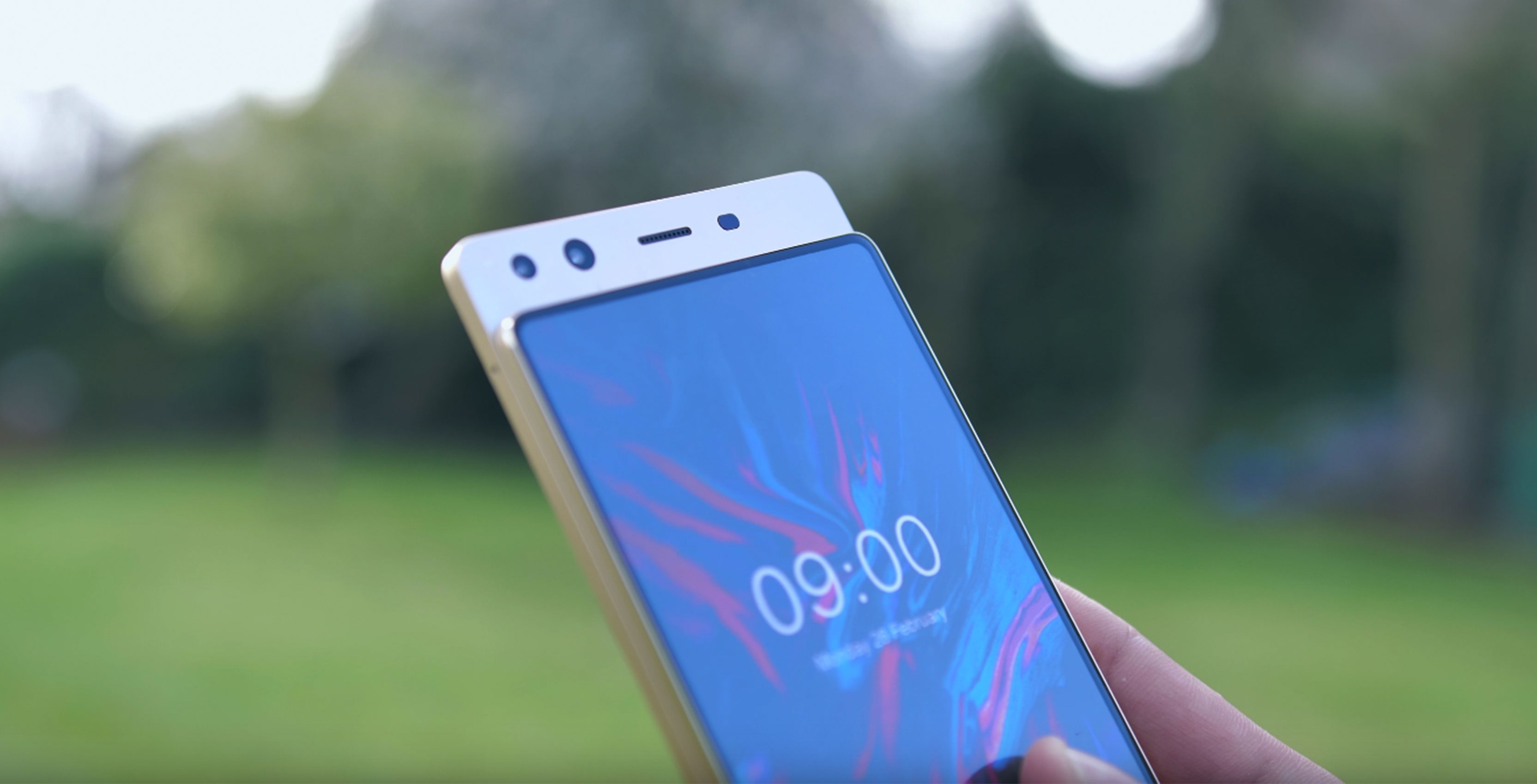 1ee07119d7d Chinese phone manufacturer Doogee has come up with a unique smartphone  design prototype that eliminates the notch from the top of edge-to-edge  displays.