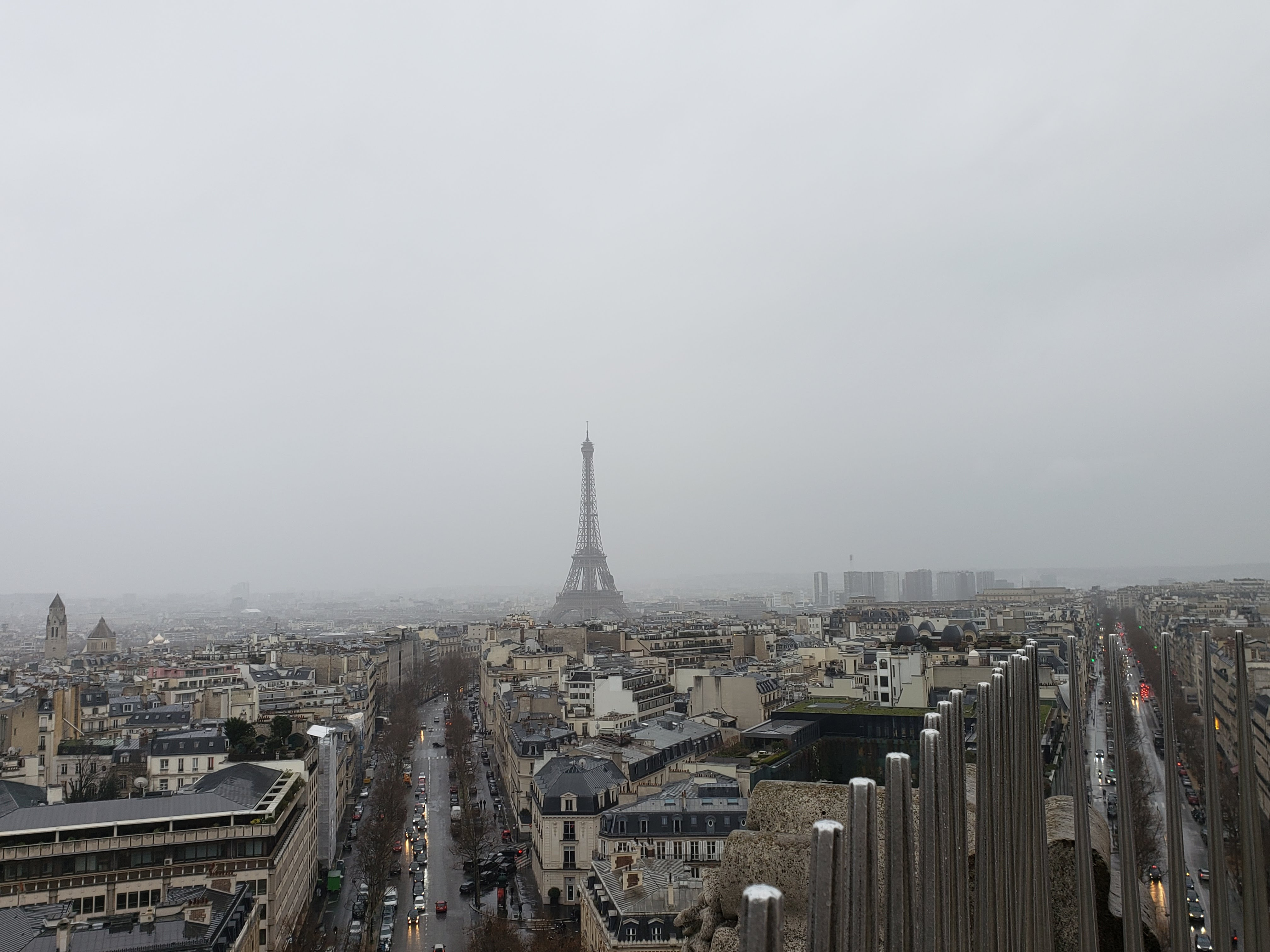 Eiffel-tower-from-arc-de-triomphe-P20-Pro
