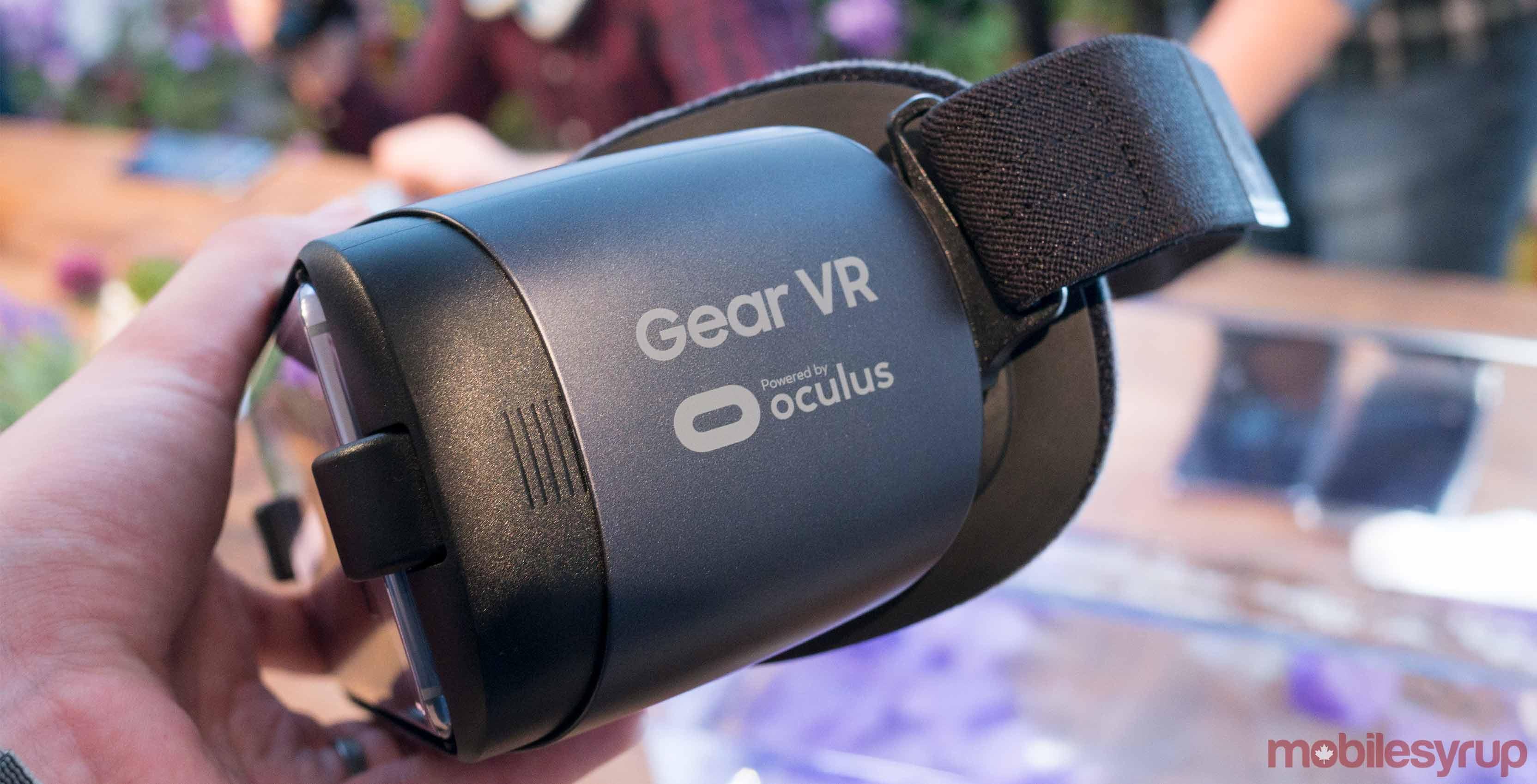 Samsung Gear VR in hand