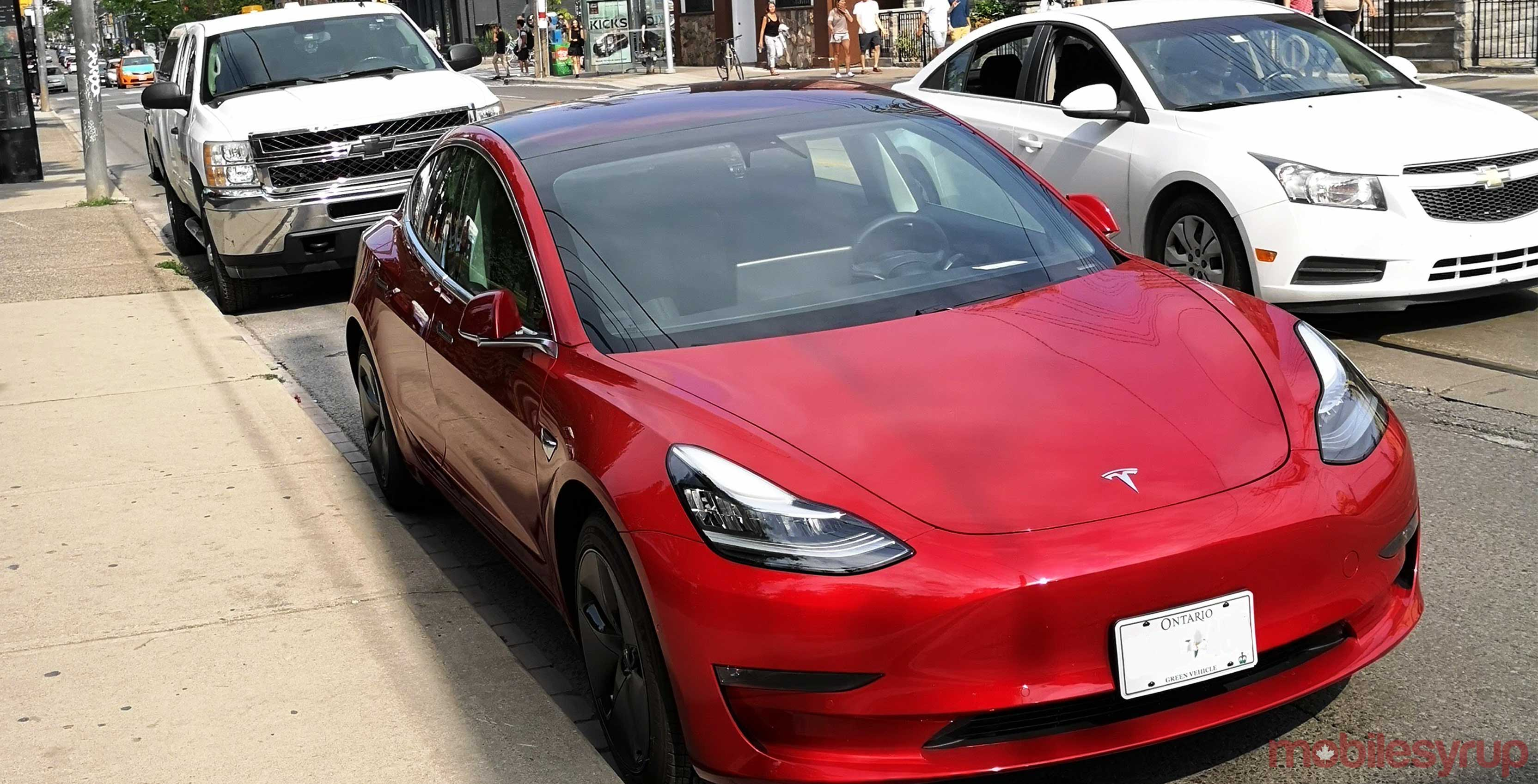 "Tesla ""srcset ="" https://cdn.mobilesyrup.com/wp-content/uploads/2018/07/Tesla-model-3-copy-2.jpg 3328w, https://cdn.mobilesyrup.com/wp- content / uploads / 2018/07 / Tesla-model-3-copy-2-300x153.jpg 300w, https://cdn.mobilesyrup.com/wp-content/uploads/2018/07/Tesla-model-3-copy -2-768x392.jpg 768w, https://cdn.mobilesyrup.com/wp-content/uploads/2018/07/Tesla-model-3-copy-2-1024x522.jpg 1024w ""sizes ="" (max-width : 3328px) 100vw, 3328px ""/></div></div><section class="