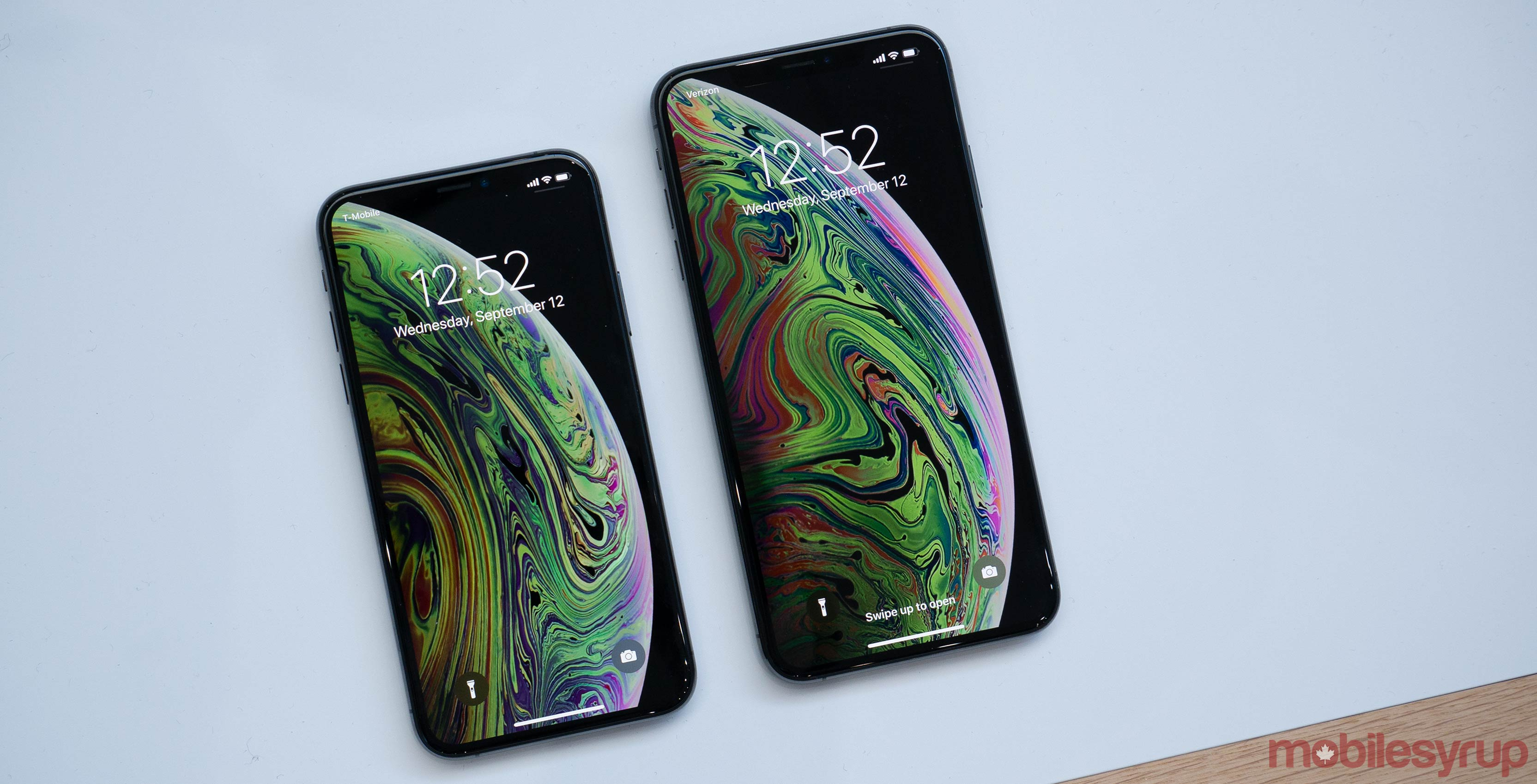 iphone xs and iphone xs max hands on apple 39 s giant new. Black Bedroom Furniture Sets. Home Design Ideas
