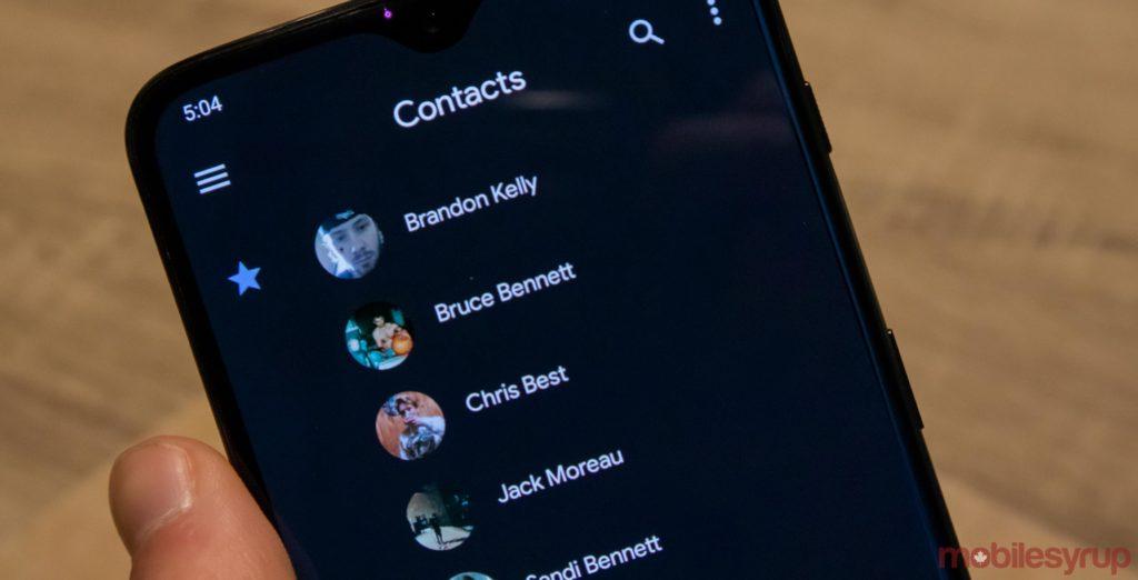 Google Contacts app adds dark mode