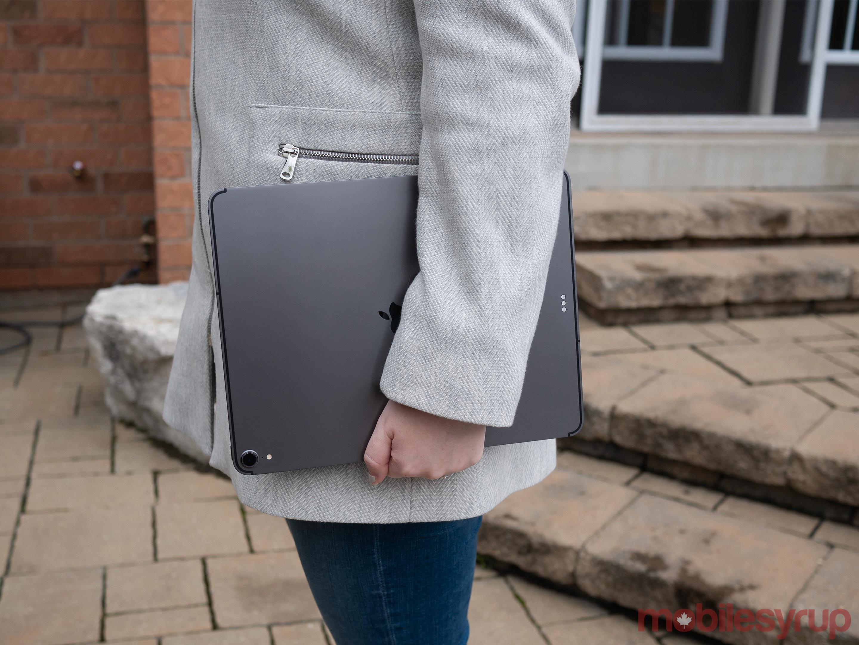 iPad Pro 2018 in hand