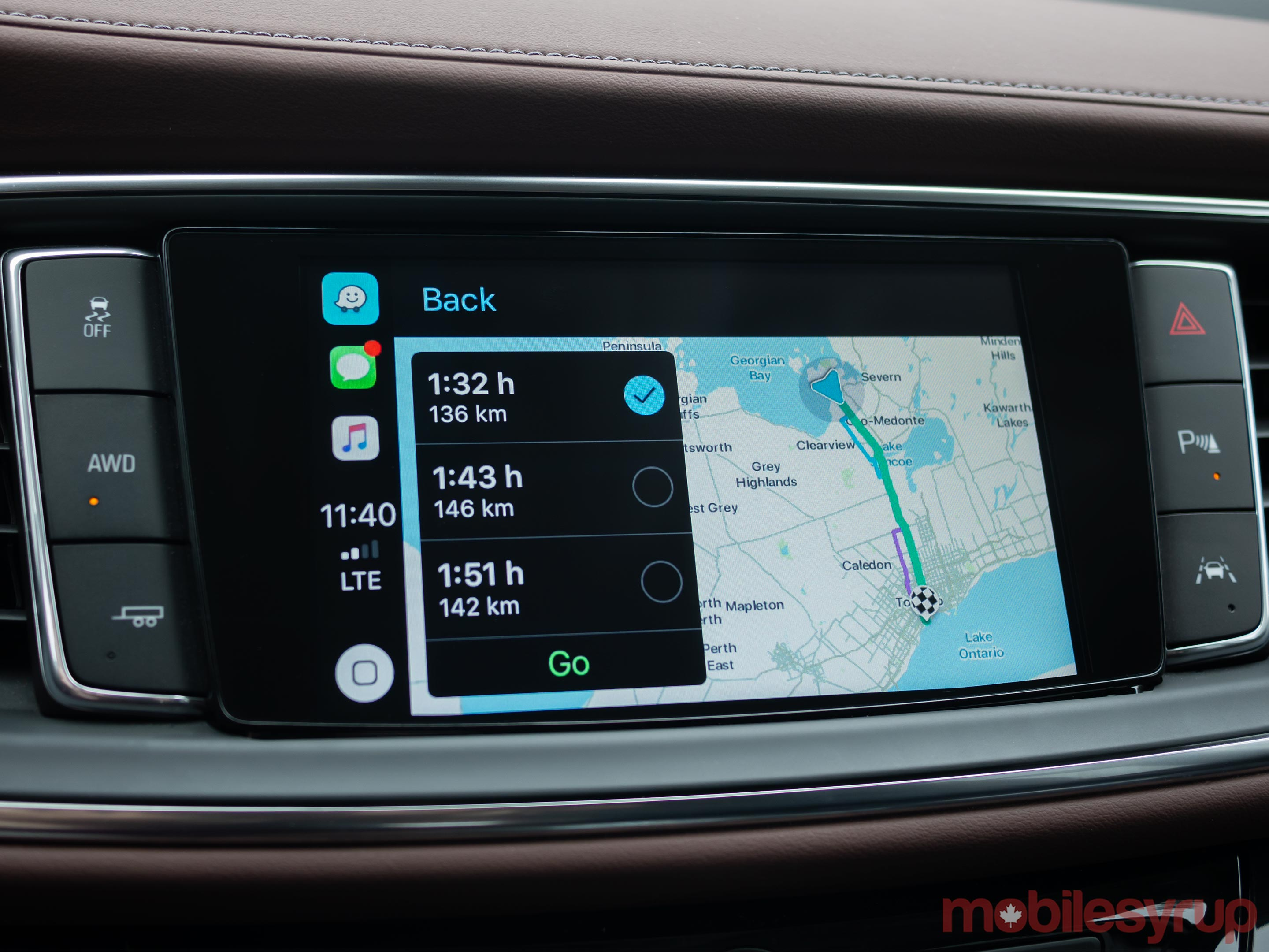 Waze CarPlay map