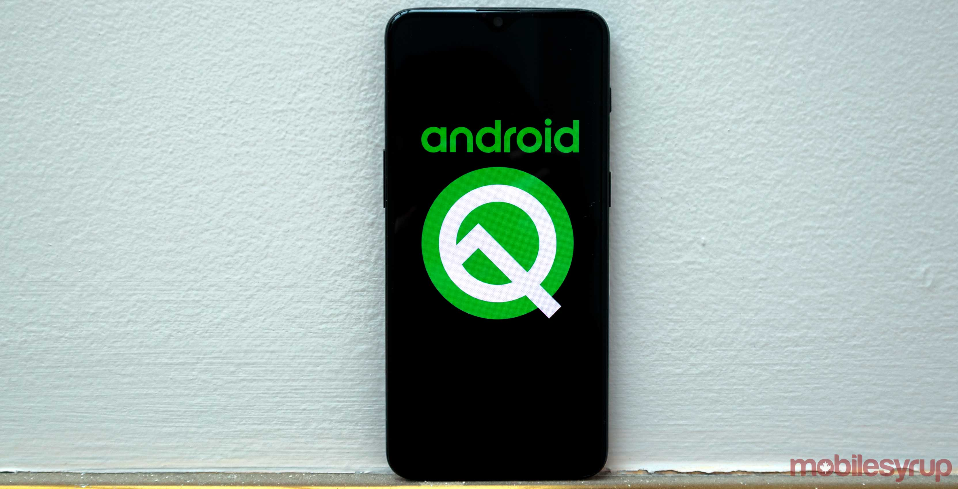 Android Q replaces the back button with a side swipe gesture