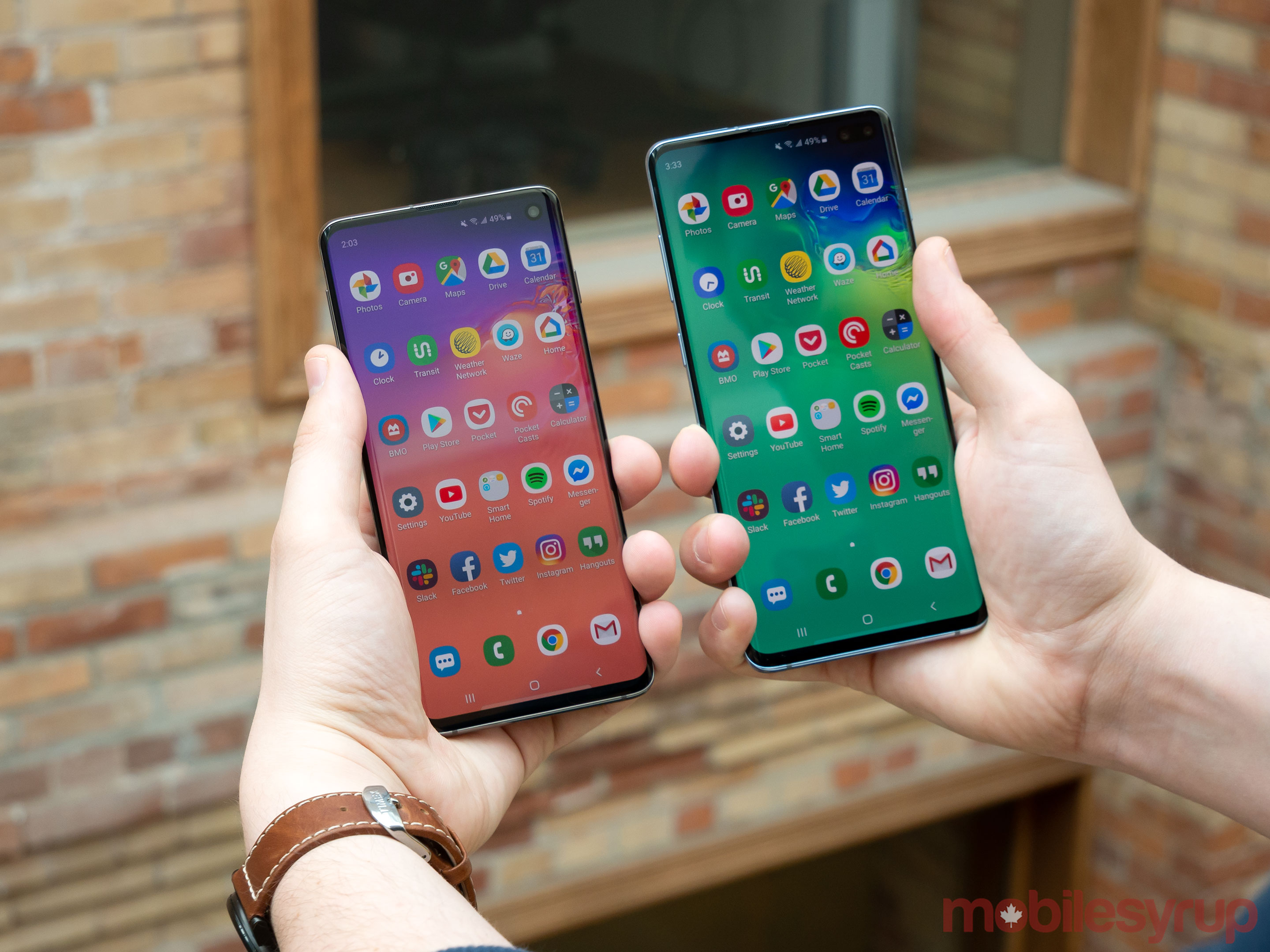 S10 and S10+ in hand