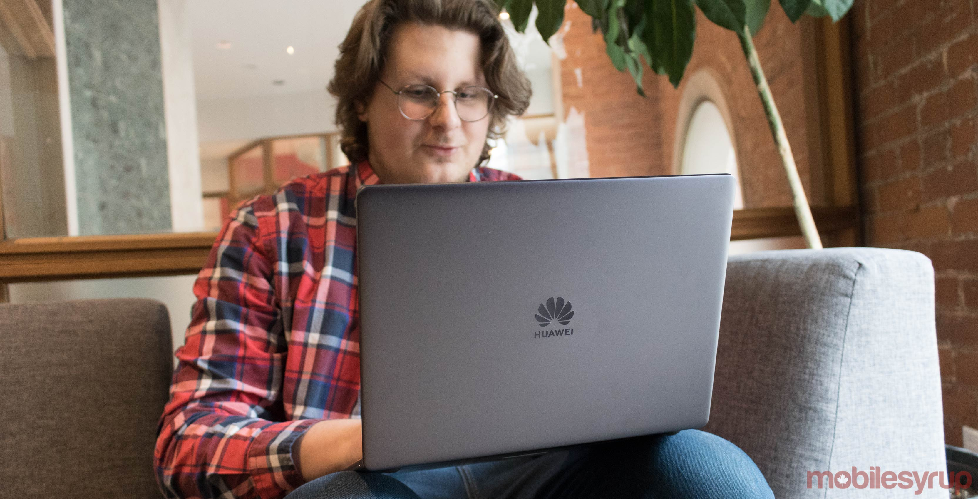 Huawei's MateBook 13 is solid, but it's not the MacBook it
