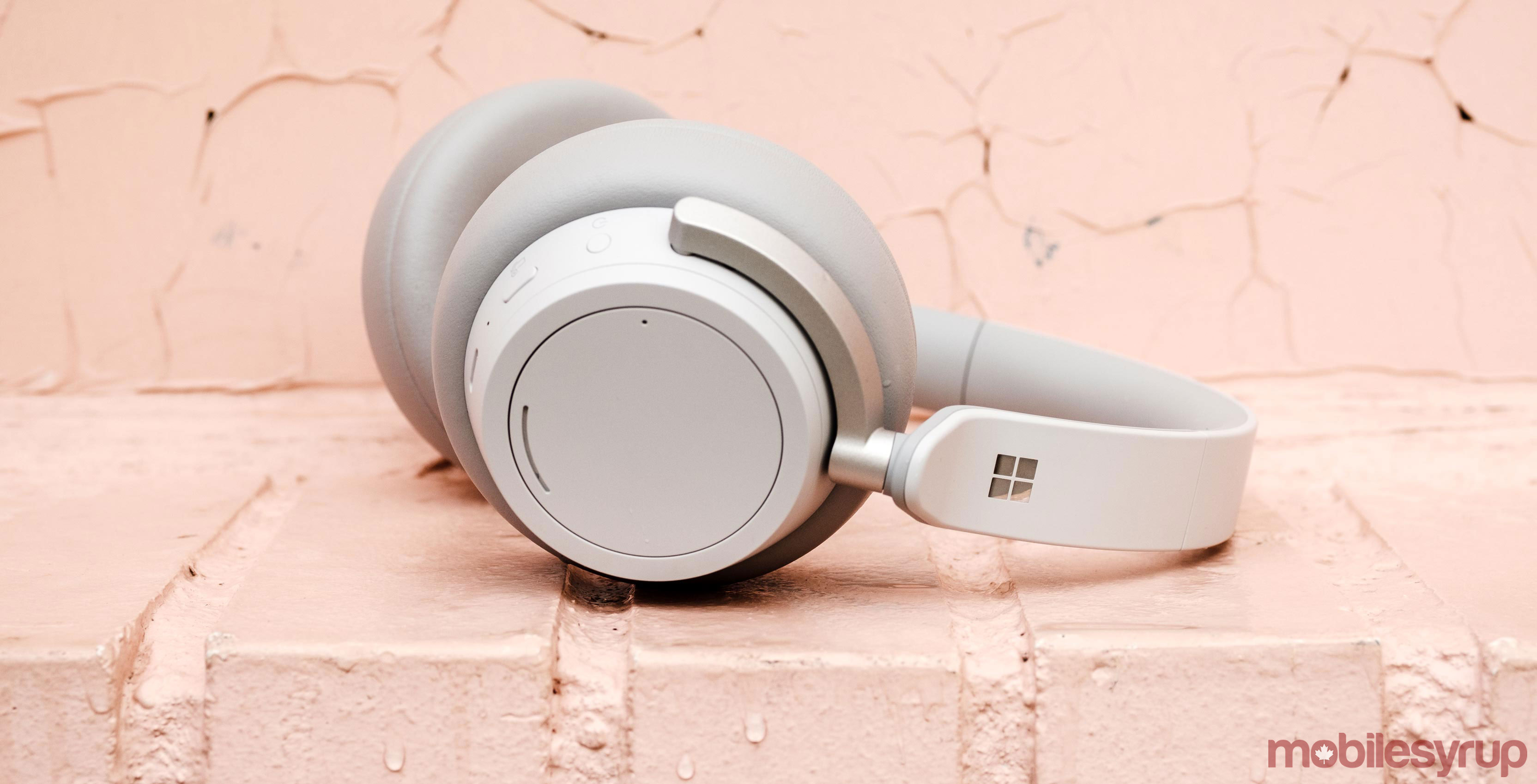 58bcdf0f8aa Microsoft Surface Headphones Review: A quiet pleasure, even in the cold